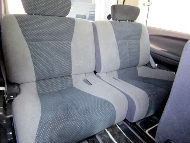 後部座席のシート画像になります!!