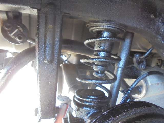 (サンプル画像です・このお車の画像ではありません)ベンツ・BMW・アウディ等に純正採用される下廻り高級強力防錆塗料『エンドックス』はできるだけサビを空気と遮断し、サビを進行させないよう封じ込みます!