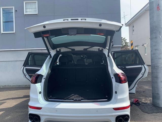 スポーツカーをはじめ、プレミアムインポートカーの選定から購入、メンテナンスに至るまで自動車を介したライフスタイルをトータルでサポートいたします。輸入車に関するお問い合わせは何なりとお申し付けください