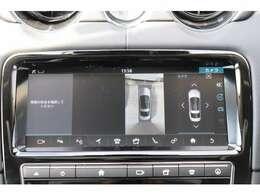 メーカーオプション「360度パークディスタンス・コントロール」(¥136,000)。「パーク・アシスト」(¥165,000)。