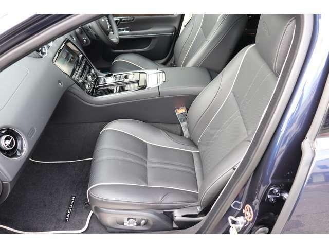 快適性を追求した「ソフトグレイン・パーフォレイテッド・レザー」を使用したシートは贅沢そのものです。シートヒーター&クーラー完備。