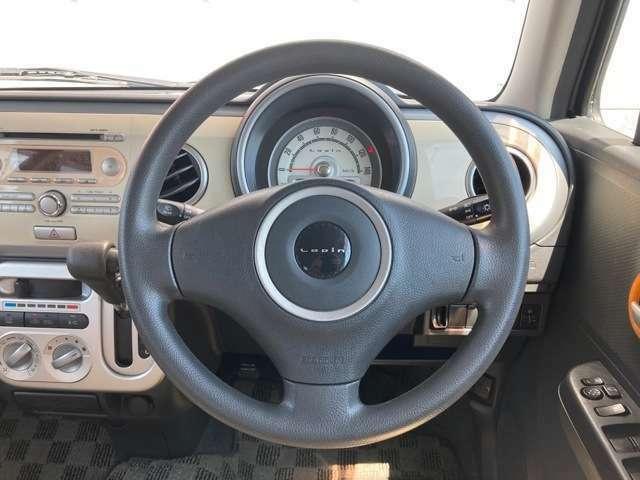 当社自慢のお車です。横にこの車のセールスポイントを、9枚写真と説明でアピールしてあります!まずはご覧になってください。いろんなところをチェックできますよ。