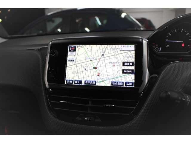 純正ナビ・テレビも装備されてございます。タッチスクリーンを取外し、市販のナビゲーションを装着いたしますと、車両の各種設定が出来なくなりますので、208の場合ナビ・テレビは純正のものをおすすめいたします