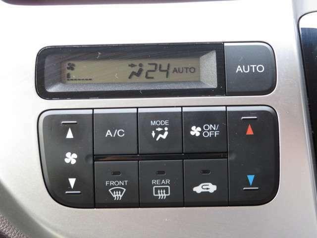 オートエアコンつきですので温度を決定していただければ自動で風量を調整してくれます。