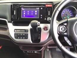メーカーオプションのディスプレイオーディオはラジオやCDはもちろん、iPhoneをつなげばとナビとしての使用もできる機能や、USB、HDMI外部入力端子もあり、いろんな用途に対応しています。
