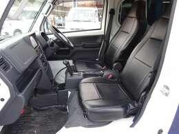 ハイゼットジャンボに比べて広くてシートスライド量が長い ブラックレザー風シートカバー装着済み