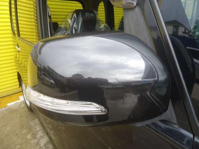 純正ミラーウィンカーが装備されています。周りの車に自車の右左折を安全に知らせてくれます。視認性がアップして安全運転です。
