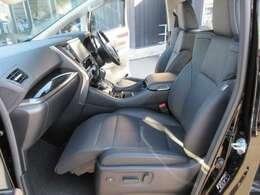 助手席オットマン付きパワーシート♪ 快適なドライブができますね♪