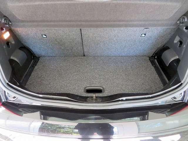◆リアシートを倒せば広いラゲージスペースが確保でき、大きな荷物も積み込めます◆