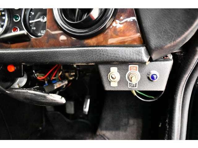 <オプション>・レザーステアステアリング(ノーマルあり)・ウィランズ4点シートベルト(ノーマルあり)・ウェーバー社製キャブレター・ケント製アルミホイール・SPAXサスペンション