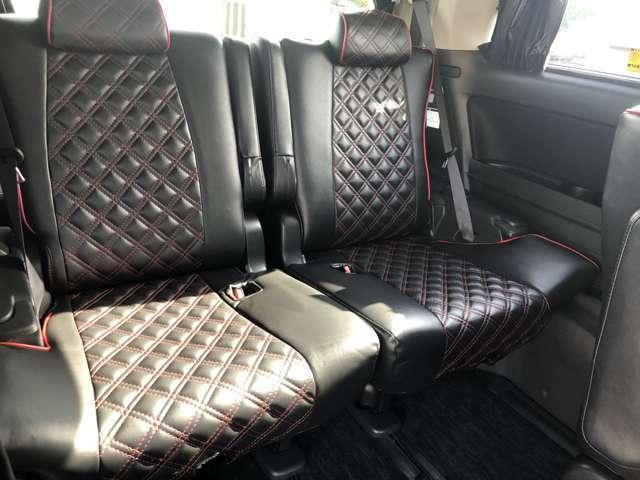 サードシートもしっかり大人が乗れるようになっています。