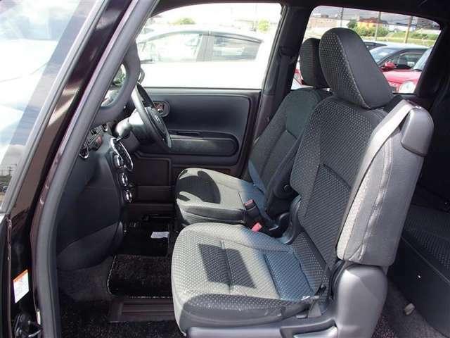 車内も綺麗にクリーニングしておりますので、ご安心下さい。