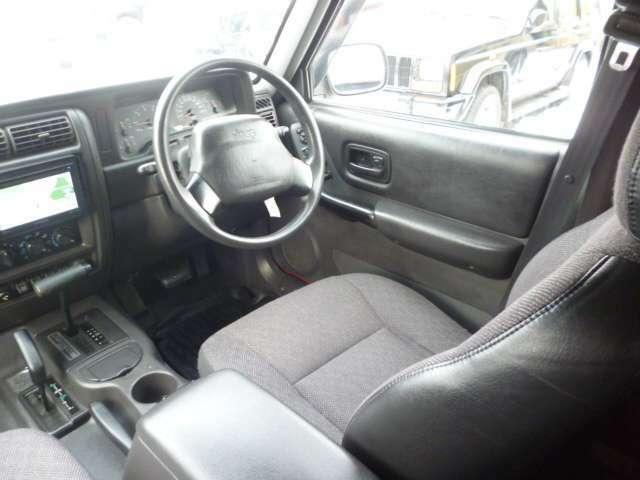 1999年から3年間のみ設定の有ったブラック内装の車両です。