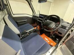 今回紹介させていただく車両は、H23サンバートラックです。グレードはTCスーパーチャージャー・ハイルーフです。こちらの車両はワンオーナー車です。