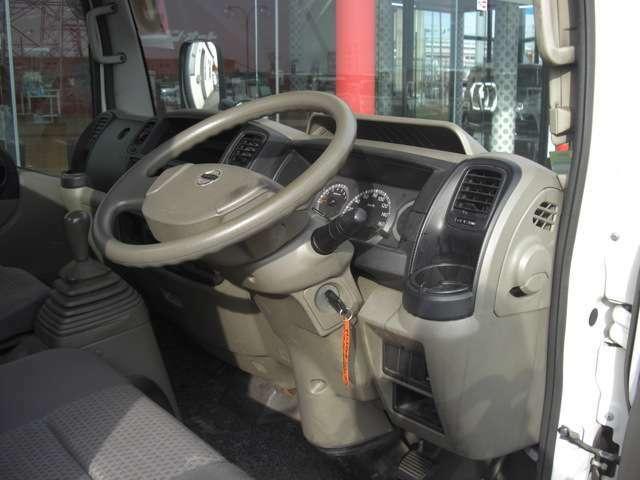 当店の車両をご覧頂きまして誠にありがとうございます。各メーカーの新車・中古車販売、板金塗装、車検、修理など、お気軽にお電話ください。0566-48-4566 担当:青木