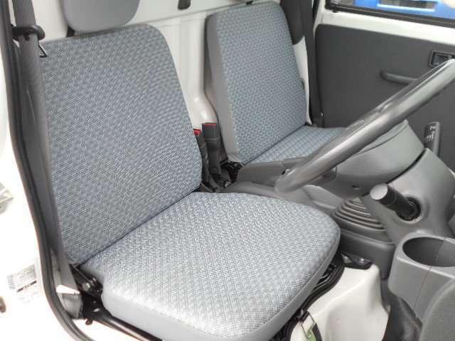 シートも綺麗な状態です。運転席、助手席共に染みやホツレはございません。気持ちよくお使いいただける室内です。