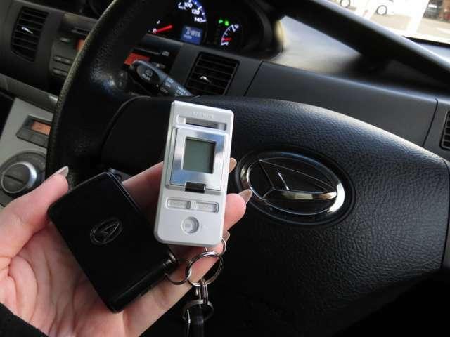 スマートキーなら鍵をポケットやカバンに入れておいても車輌に近付く、もしくはドアノブに触れるだけでドアが開きます!荷物で手がふさがっているときなどにとても便利ですよね♪