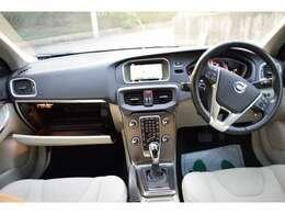 エアコンはオートエアコンでよく冷えます!!レーンキーピングエイド/BLIS/カーテンエアバック付 ダブルエアバッグ・ABS/アダプティブクルーズコントロールで安全
