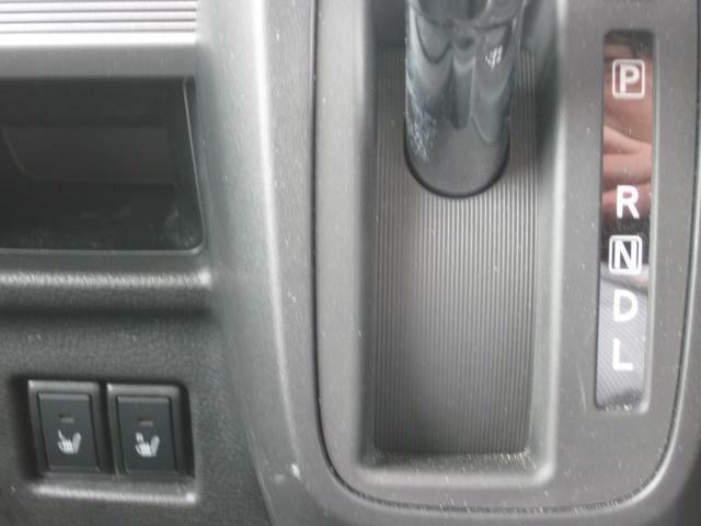 前席には冬場に快適、シートヒーターが付いてます。