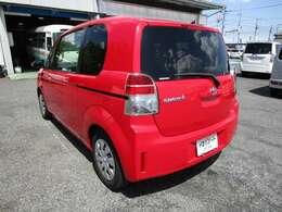 スペイドの左リヤビュー UV&プライバシーガラスで、車内の紫外線&プライバシーをシャットアウト
