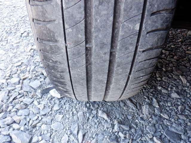 タイヤの溝は4本ともに5分山ほど残っております!