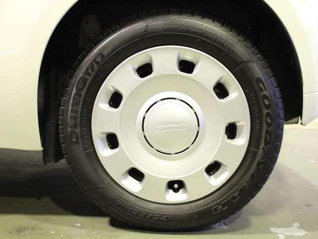 175/65R14サイズ。タイヤ溝もまだまだ残っています。