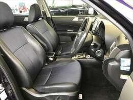 運転席シートは電動アシスト付き!ひび割れた箇所がありますが、それ以外は状態いいです。