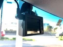 今どきマシンの必須アイテム、ドライブレコーダーがお車の安全を見守ります。