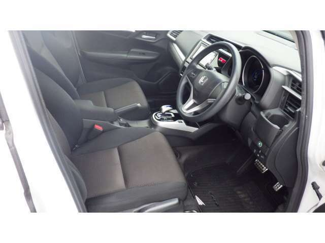 ★フロントシート★ 自然な姿勢のままでいられるシートが、運転しやすさと疲れにくさを感じさせてくれるはずです♪