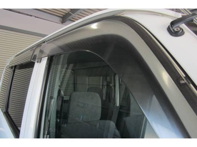 ドアバイザーも装備されておりますので雨の日の空気の入れ替えも安心です!