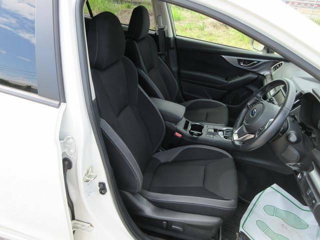 長時間の運転でも疲れにくいフロントシートです!