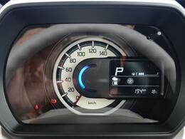 様々な情報を表示できる液晶モニターを備えたメーターパネル