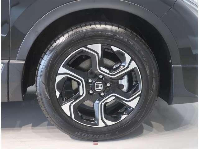 純正のアルミホイール装着車です。タイヤサイズは235/60R18です。