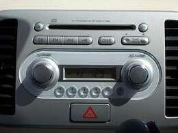純正オーディオなので、見た目もスッキリ!CD&AM/FMラジオが聴けますよ♪