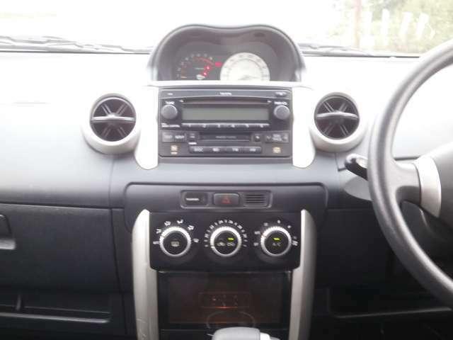 純正CD♪オートエアコンですので車内の温度を一定に保て快適です♪