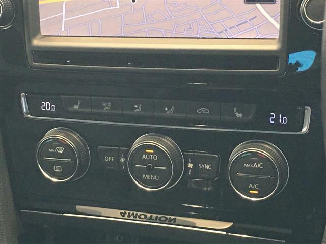 左右独立で温度調節のできるオートエアコン!