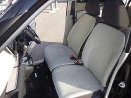 乗り込み楽々♪ベンチシート。すっきりしたシートですが、クッションが良いから乗り心地も合格!