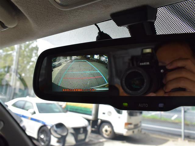 バックカメラ装備で駐車も安心ですね