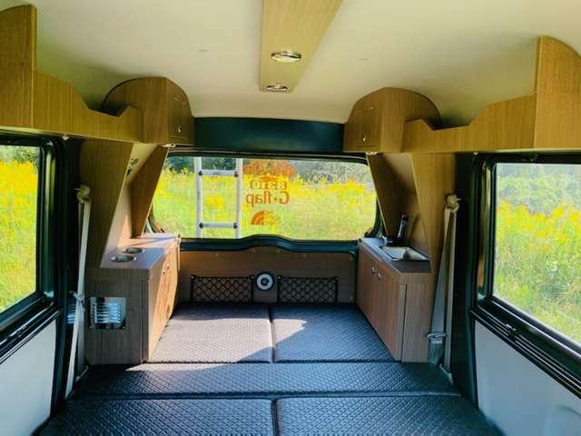 2人での車中泊には最適な設備と空間です!