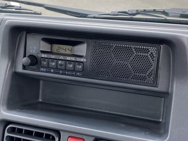 スピーカー内蔵ラジオ装備!快適な車内ですね☆
