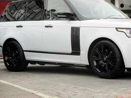 特別装備:21インチ・スタイル901アロイホイール(9スポーク・グロスブラックフィニッシュ) 275/45R21 フルタイム4WD RSC(ロールスタビリティコントロール) HSA(ヒルスタートアシスト)
