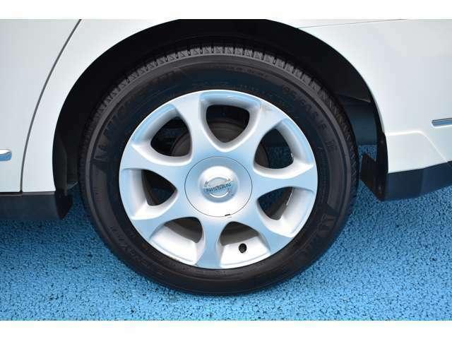 タイヤのサイズは195/60R16になります。