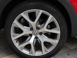 【安全性の高さ】もっとも重要視されております「強靭なボディ」熱間成形超高張力鋼板を採用し大きな衝突エネルギーにも耐えられる高い強度を再現しております。衝撃吸収と頑強なフレーム二つで車内の安全を確保!!