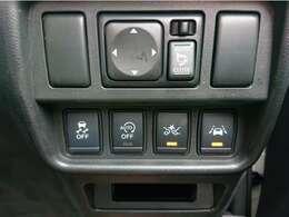 ブレーキペダルと間違えてアクセルペダルを踏み込んだ場合に、エンジン出力を抑制しブレーキを制御。壁やコンビニなどのガラス、人との衝突回避をアシスト