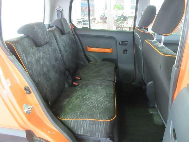 セカンドシートは大人が乗車してもゆったり野れます。