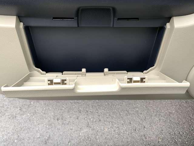 ☆助手席ドア車検証ボックス。