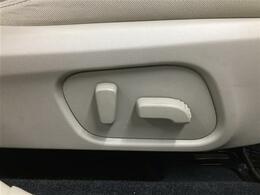 【パワーシート】わずらわしいシートの調整も電動で力を使わず楽に出来ます。