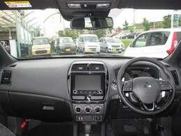 着座位置は高め、視界が広く運転がしやすいです。