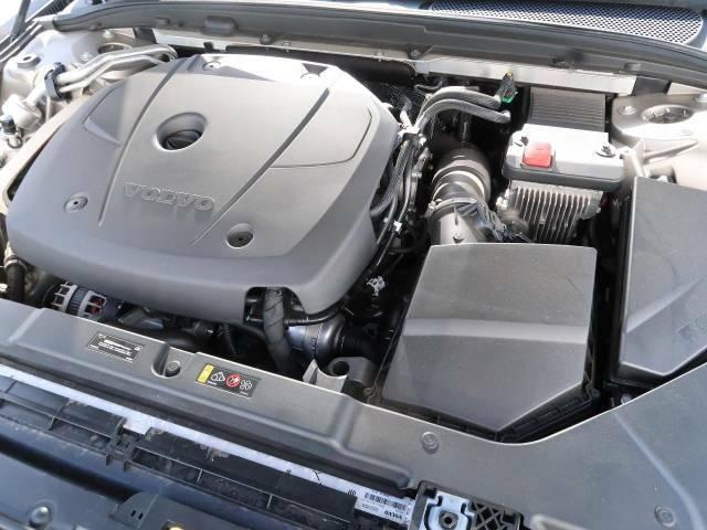 ◆T5エンジン(2.0L直列4気筒直噴ターボエンジン)『高回転では優れたレスポンスと伸びやかなドライビングフィールが特徴のハイパフォーマンスエンジン。一味、二味違う本物志向のあなたへ…』