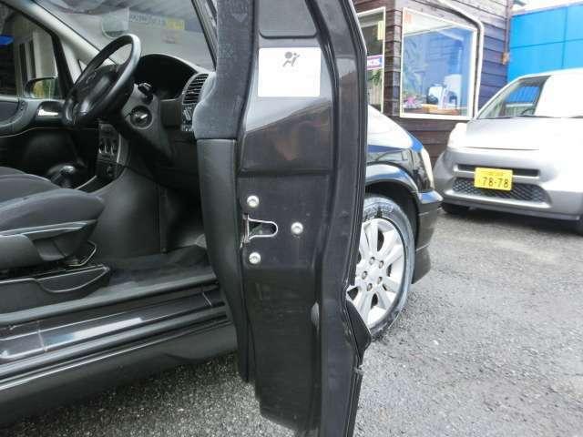 さすがオペルの姉妹車。ドアの重圧感があります!!もちろん安全性もあります!!自社ホームページhttp://www.daieiauto.jp/